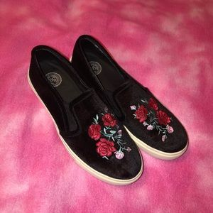 SO Size 7.5 Rose Slip on Flats